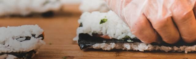 Japonaise et sushi